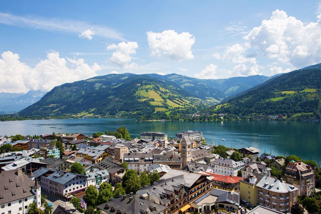 Zell am See met meer en bergen