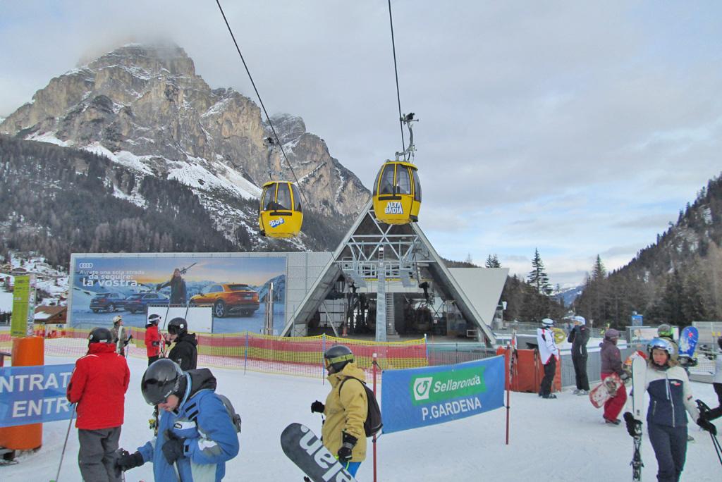 gondola alta badia with skiers