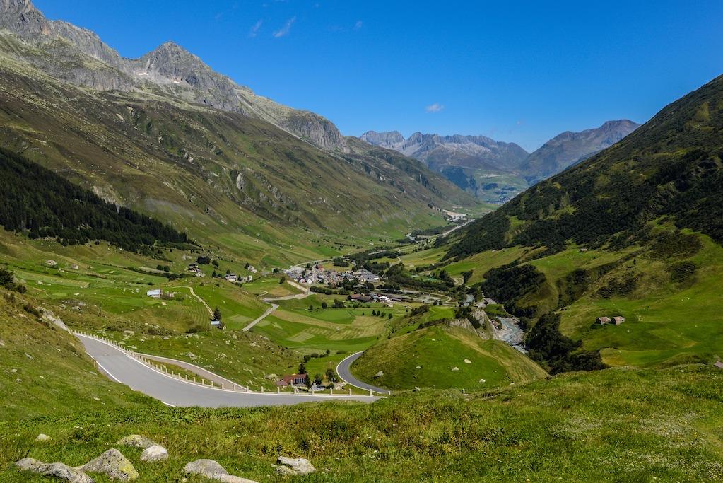 uitzicht vanaf de Gotthard Pass