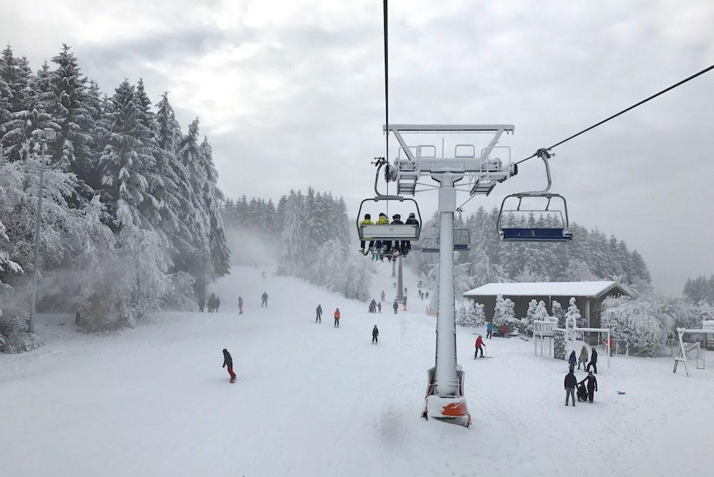 Stoeltjeslift Winterberg met verse sneeuw