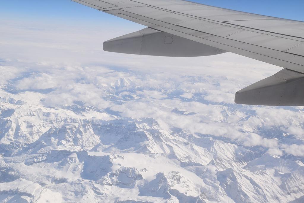 Uitzicht vliegtuig bergen