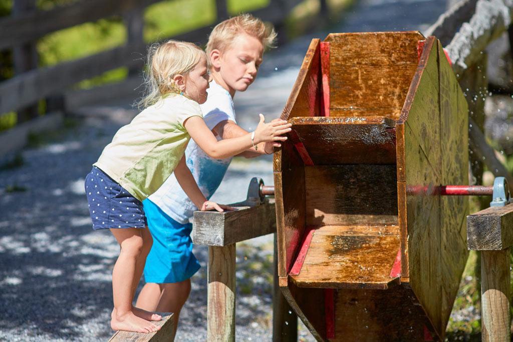 Kinderen in het Wellnesspark in See