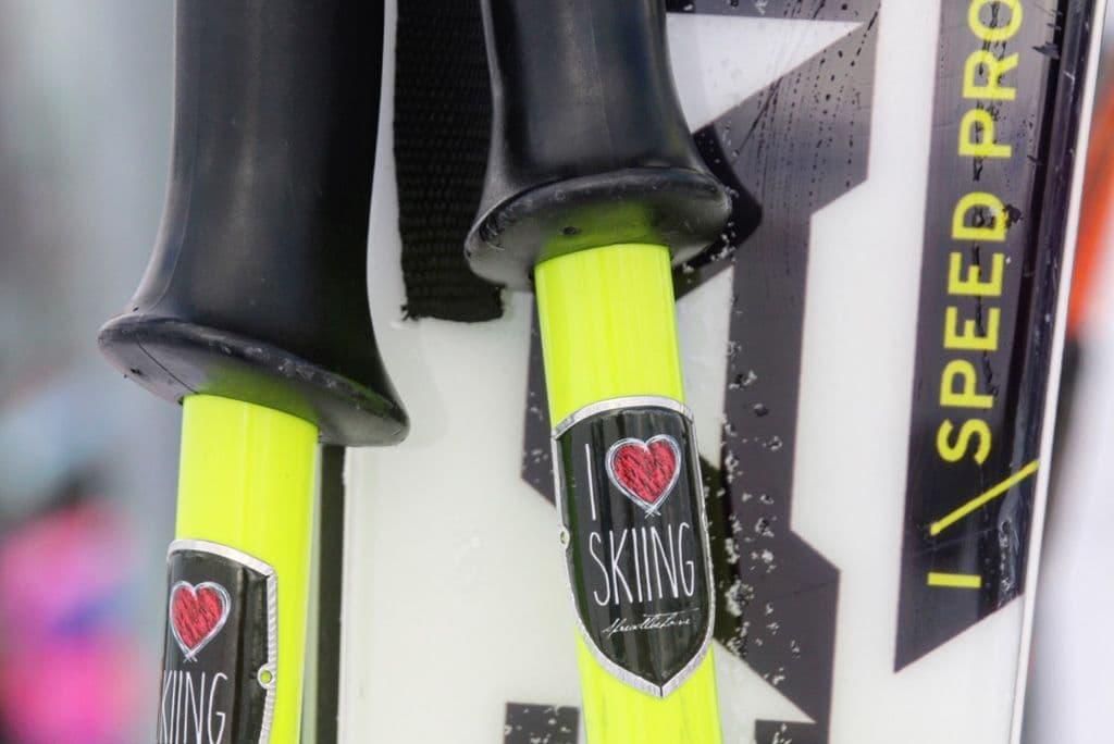 Skistokken met embleem