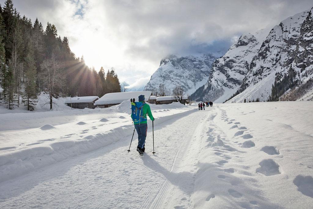 Winterwandelen in het natuurpark karwendel aan de Achensee