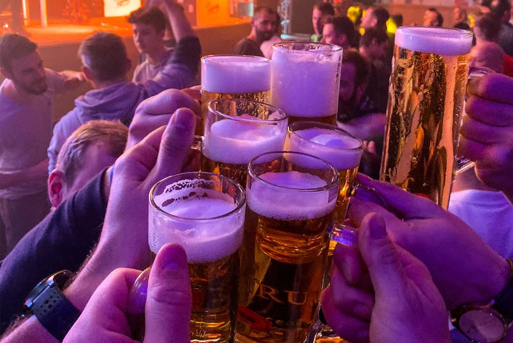 Bier proosten