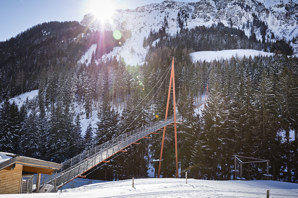 golden gate brücke der alpen in de winter