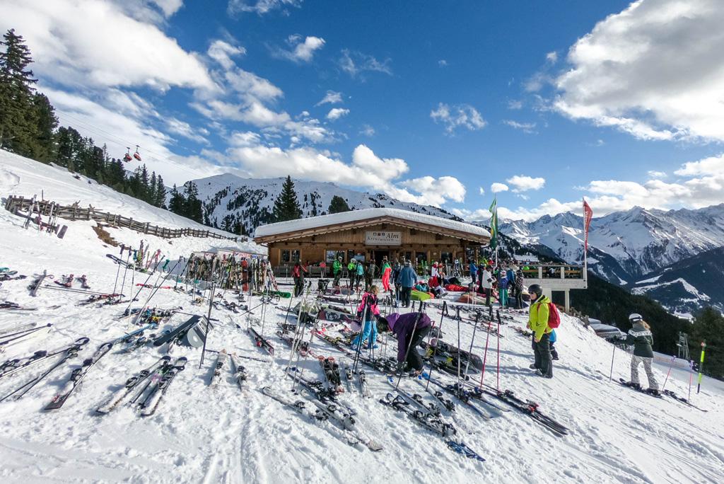 Ski's voor berghut