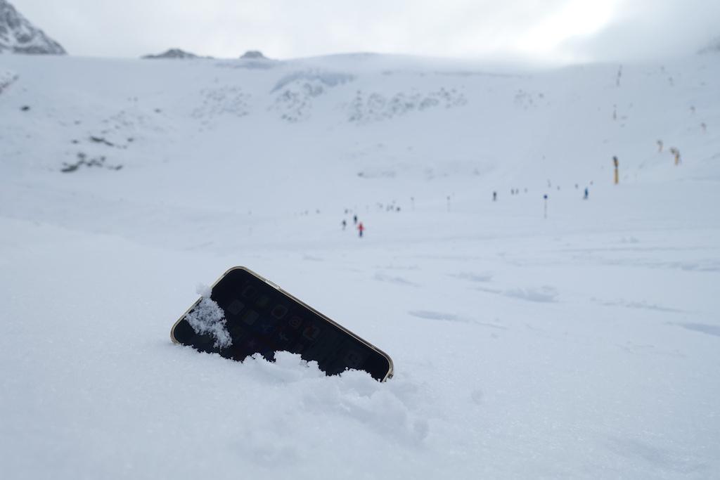 Telefoon in sneeuw
