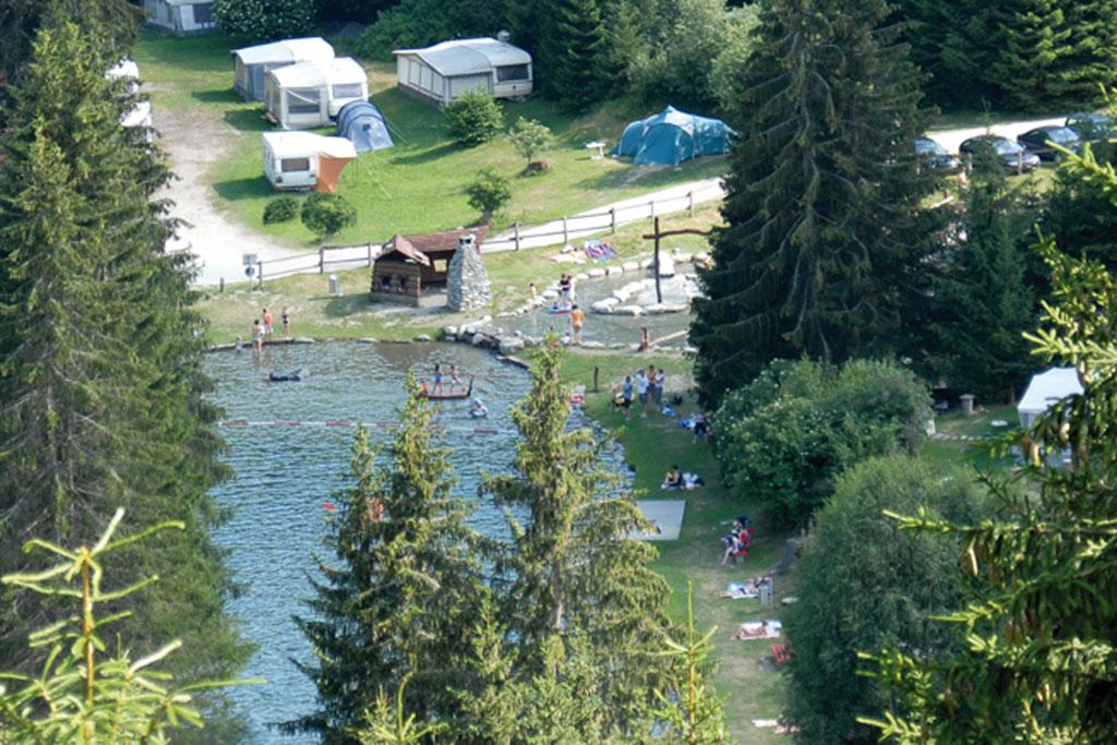 Camping Disentis aan het bergmeer Natursee Fontavinas in Zwitserland
