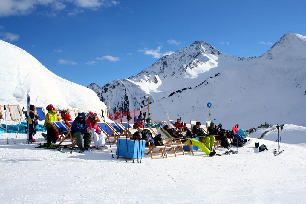 Ski Zillertal 3000 sunny terrace