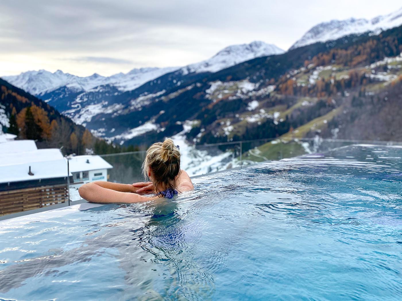 Infinity pool van Hotel Bergwiesengluck
