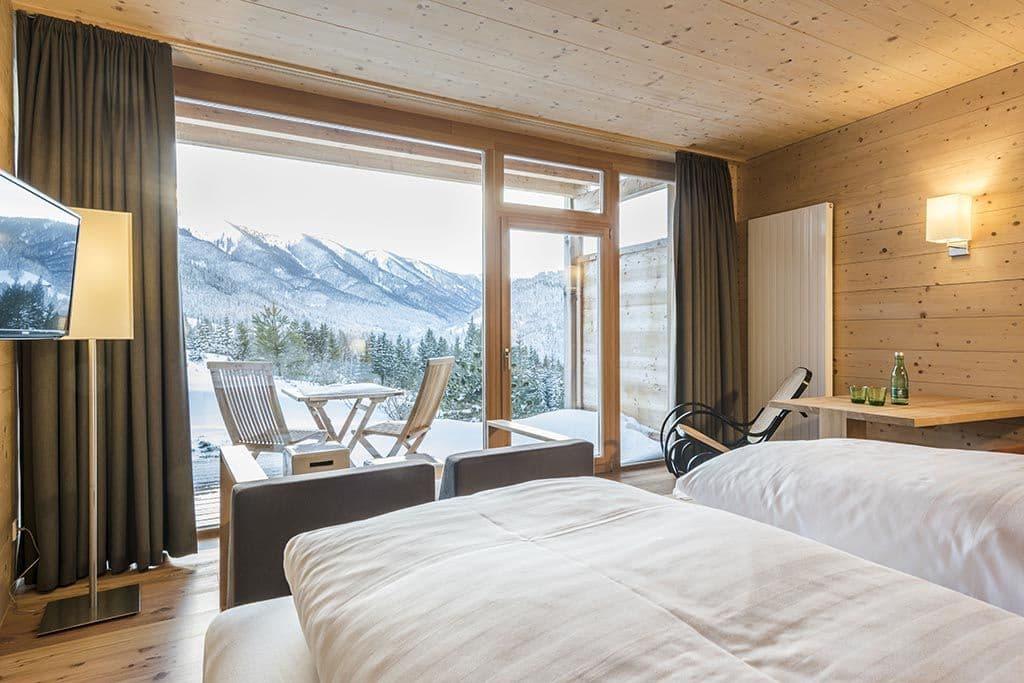 Holzhotel Zimmer Bergblick Forsthofalm