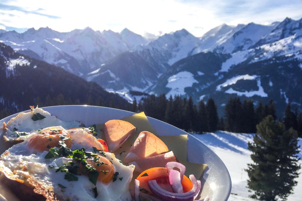 Ontbijt op de berg bij de Kreuzwiesenalm