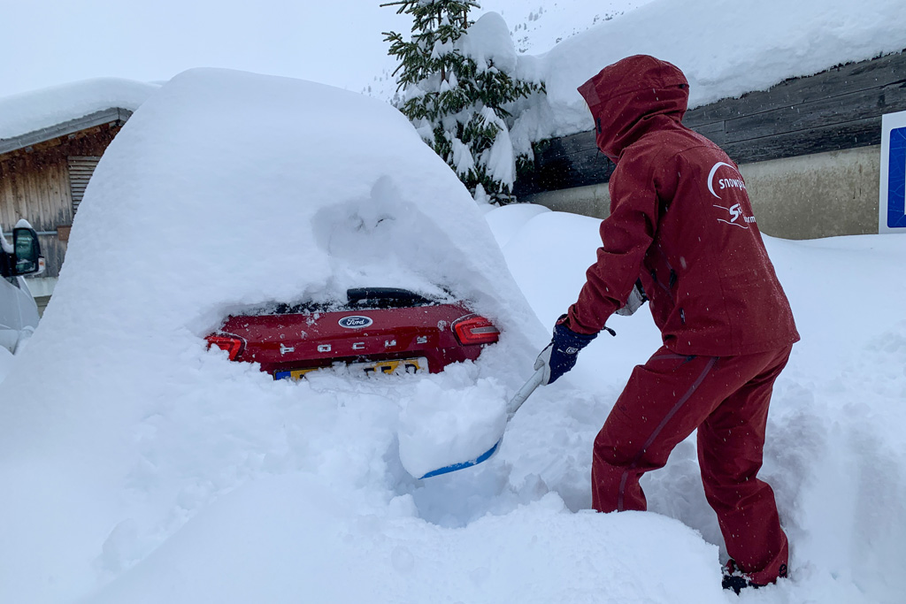 digging car out of snow