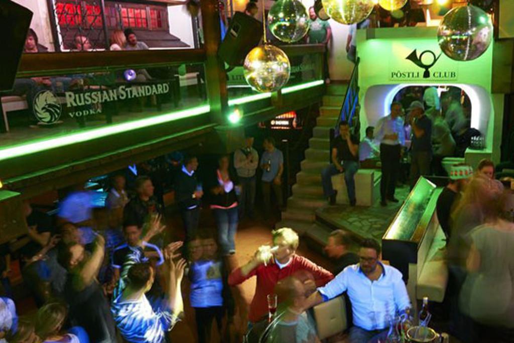 nightlife in davos bar