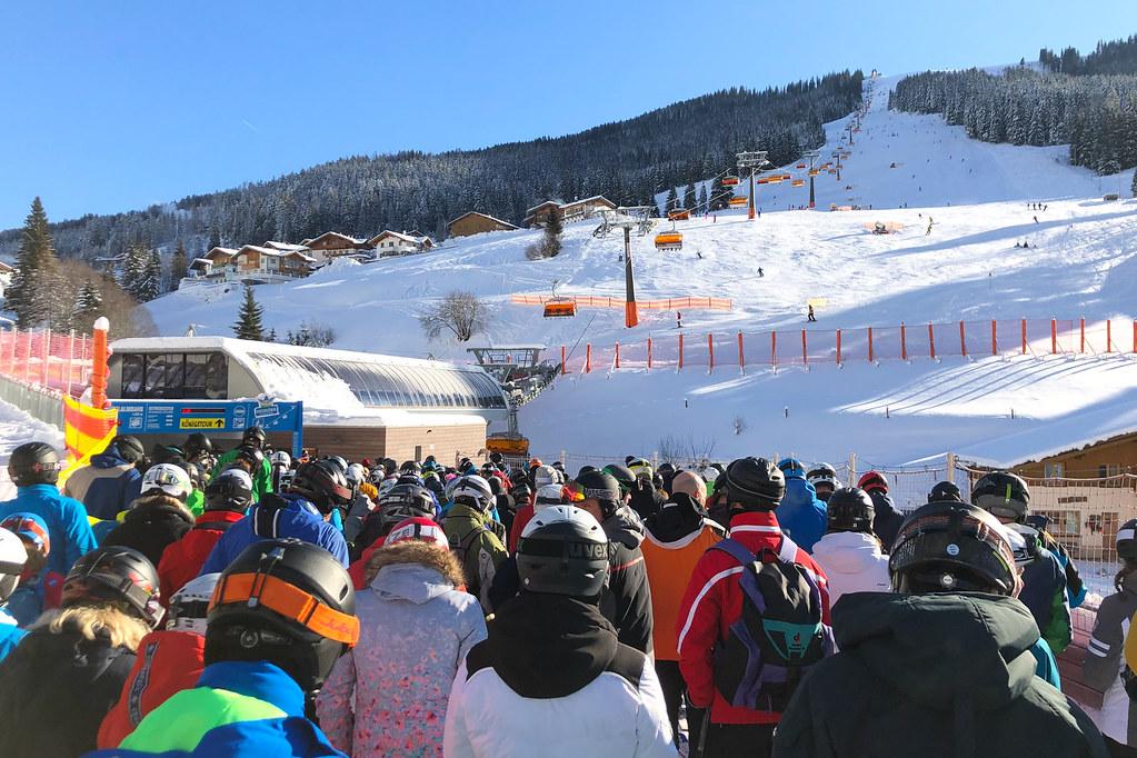 Warteschlange Skilift