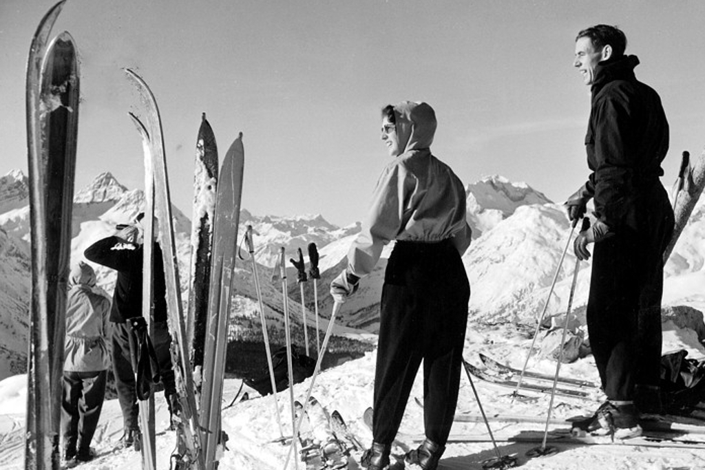 Old photo of skiers doing the White Ring
