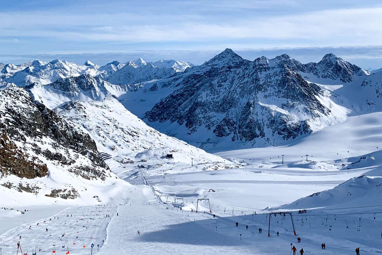Skifahren auf dem Pitztaler Gletscher im Oktober