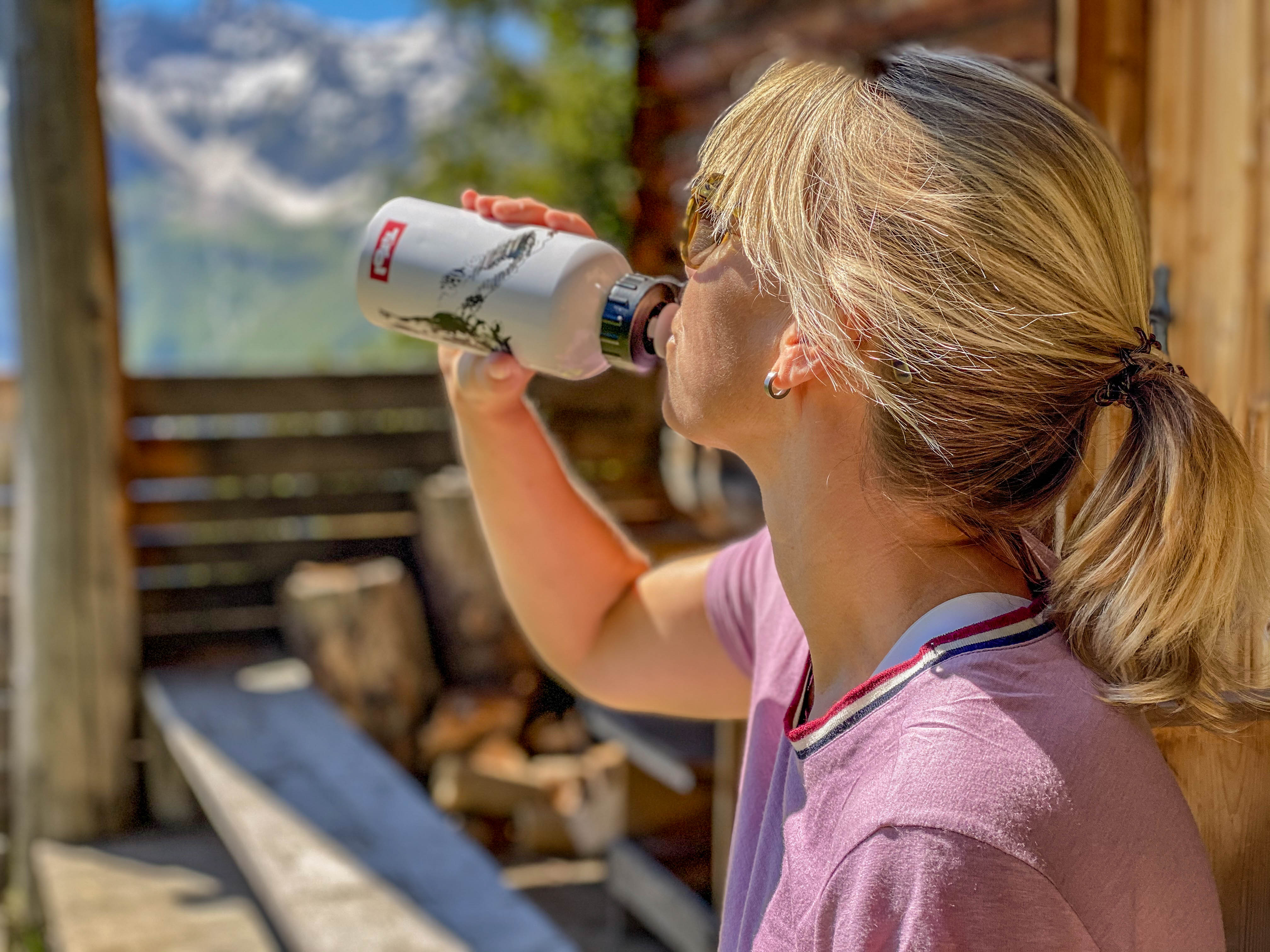 Water drinken in de bergen